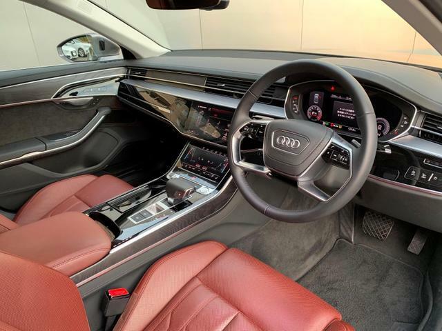 Audiのインテリアはエクステリア同様、優れたデザイン性とクオリティ、そして機能性を兼ね備えております