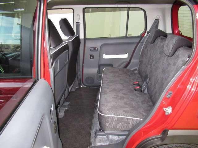 後部座席のスペースもしっかり確保しております!チャイルドシートの取り付けも可能です!