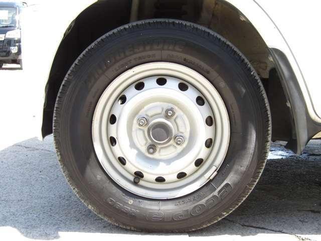 当社にてタイヤ交換も承っております●新品タイヤから中古タイヤやスタッドレスタイヤ等も当社でお安く承りますよ●もちろん社外アルミホイールの取付も承っております●お気軽に当店スタッフまでご相談下さいね●