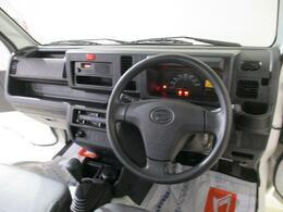 R1年式 走行2.1万kmのハイゼットトラックです 5M/T エアコンパワステ装備 即納可能ですよ(喫煙車です)