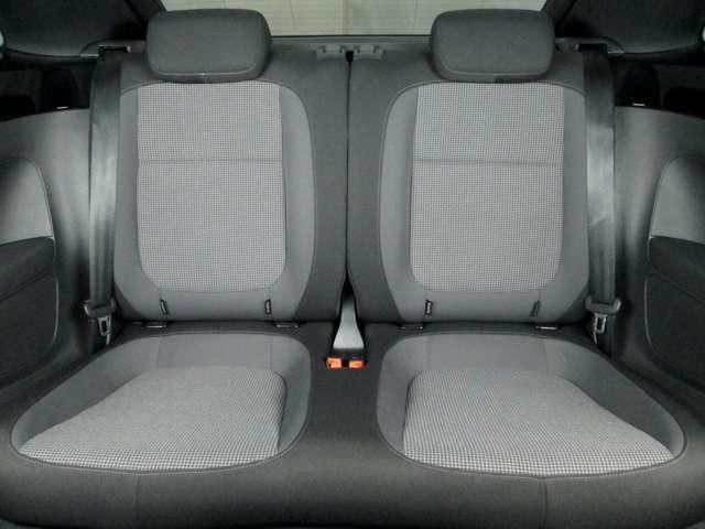 後部座席は使用感も無く綺麗な状態です♪