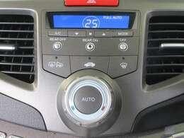 ワンタッチでお好みの温度に設定可能なオートA/Cです☆雨や霧などの際に便利な、ミラーヒーターも完備しております。