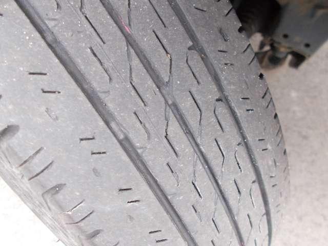 タイヤの残りは3分山程度です。別途料金となりますが新品タイヤもお求めやすい価格でご用意しておりますのでお気軽にご相談ください!