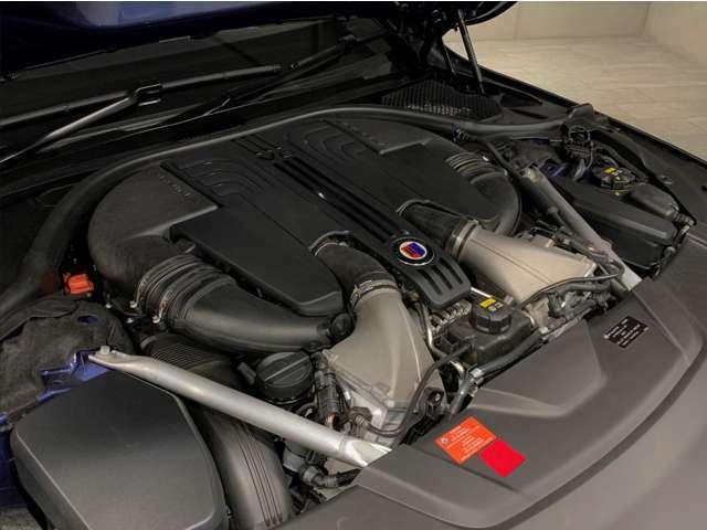 ★V型8気筒DOHCツインターボエンジン