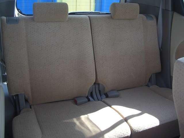 落ち着いたシートの色です!