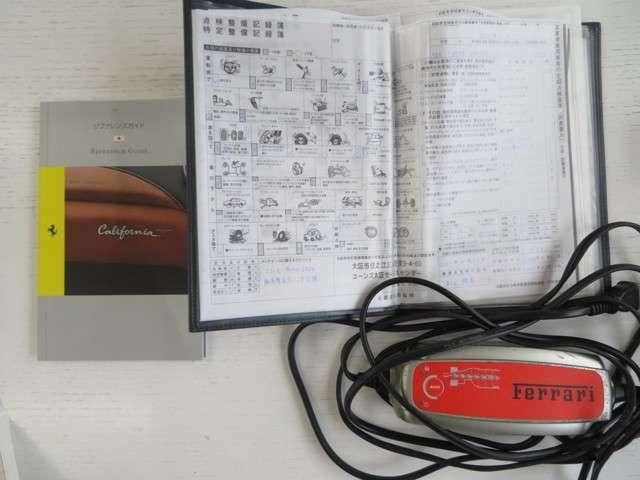 取扱説明書、ディーラー記録簿、バッテリーチャージャー保管されています!
