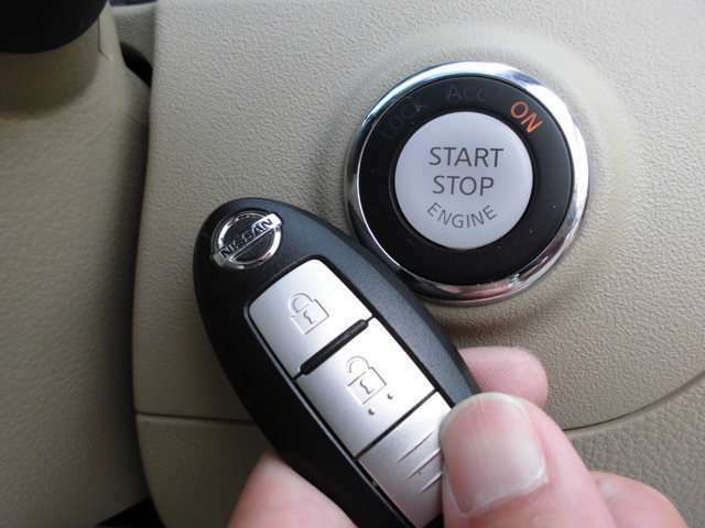 プッシュエンジンスタートスイッチです!スイッチを押せばエンジンが始動します!