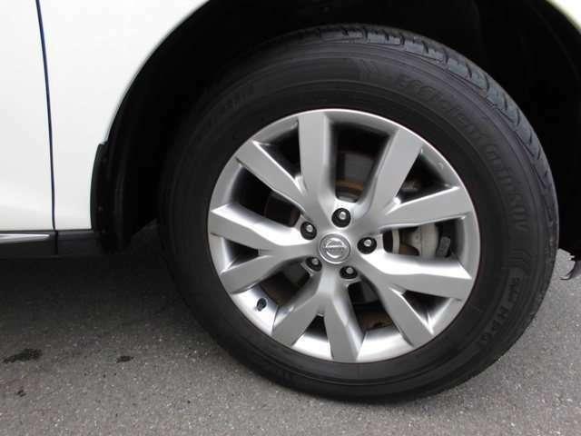 カッコイイ専用のアルミホイルが付いています!タイヤの状態も良好です!!