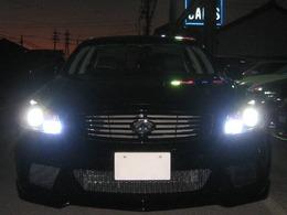 HIDヘッドライト&LEDフォグを全点灯しました。非常に明るくナイトドライブのお手伝いをします。