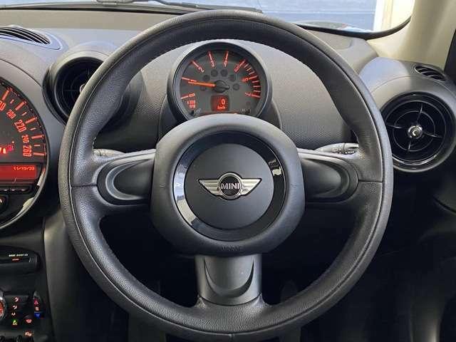 ハンドルは軽やかに回り、気持ち良い軽快なドライブが楽しめます。