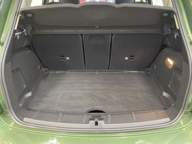 内外装の状態を正確にお伝えするため、当社の展示車には第三者機関《AIS》による公平かつ厳正な車両検査を実施し、点数にて評価された『車両品質評価書』をご覧いただけます。