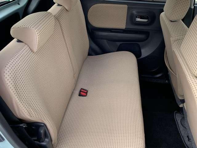 セカンドシートはシミや、汚れなど少なくきれいな状態です!
