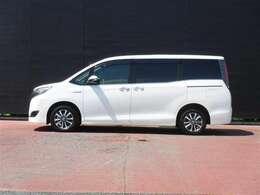 エスクァイアはラグジュアリー感のあるデザインに、背の高いボディに低床設計を採用したミニバンの人気車種です。