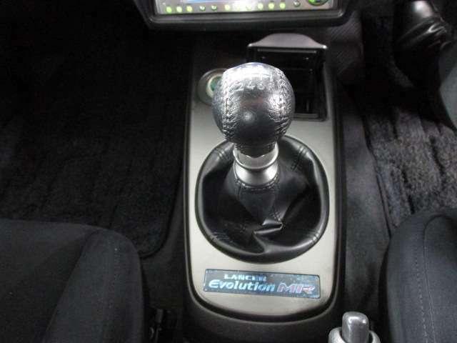 エボ8 MR RSでは5速もしくは6速と選ぶことが出来ましたが、入荷した車両は6速クロスミッション仕様です!