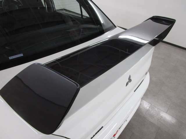 フルカーボン製大型リヤスポイラー(アウターパネル ダークグレー塗装)