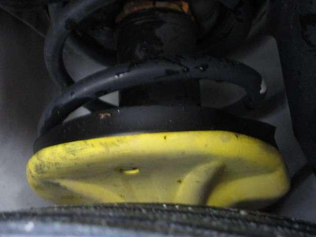 RSではメーカーオプション品の、フロント&リヤBILSTEIN社製単筒式ショックアブソーバーも装備