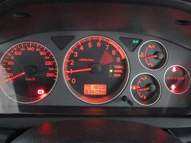 スピードメーターは、270キロ フルスケールメーター!(常時透過照明点灯)