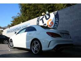 メルセデスの人気セダン! CLA250 AMGエクスクルーシブPKGの入庫です!外装にはカルサイトホワイトを配色!