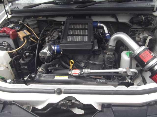 エンジンルームもエアクリーナー、インテークパイプなど変更済です。