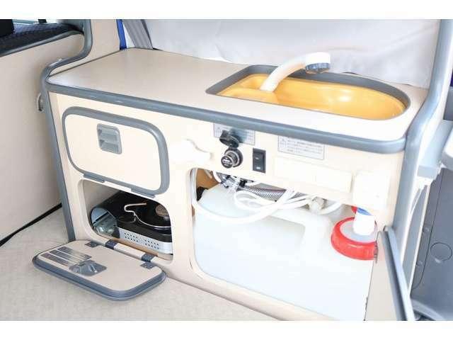 シンク(シャワー) 給排水タンク各12L カセットコンロを装備☆