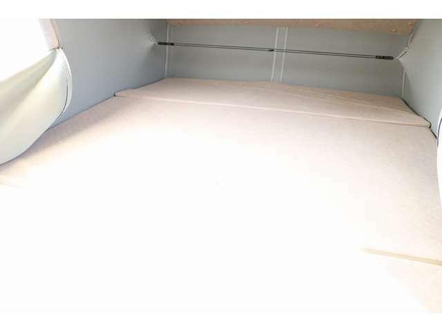ポップアップルーフ部のベッドは1870mm×1000mm 大人2名就寝可能です☆