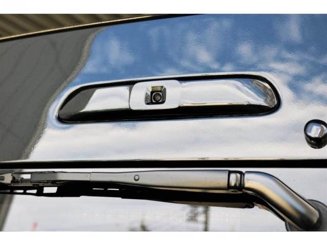 5型までハイマウントストップランプがあった位置にデジタルインナーミラーが搭載されております。
