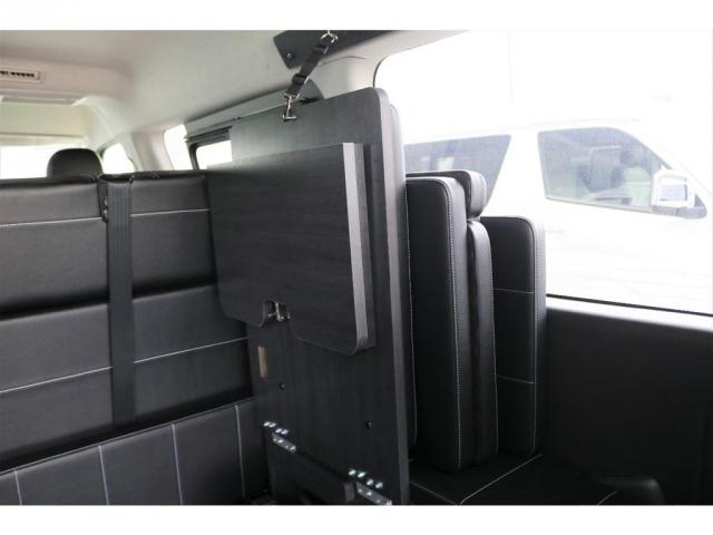 後ろ向き座席の部分は壁側に跳ね上げて収納することが可能です!より多くの収納スペースを確保することができます!