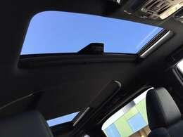 【ツインムーンルーフ】解放感溢れるサンルーフ☆車内には爽やかな風や太陽の穏やかな光が差し込みます☆