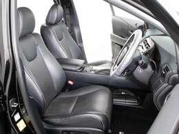 高級感をさらに高める黒本革シート搭載!!今では三大人気装備の一つとなり車内状態もとても良好です。お好みのシートカラー(赤、白、青等々)への変更も可能となります。