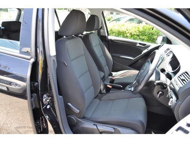 ☆キレイな内装です♪シートエアバッグ、カーテンエアバッグ装備されており、万が一の安全性能もばっちりです。