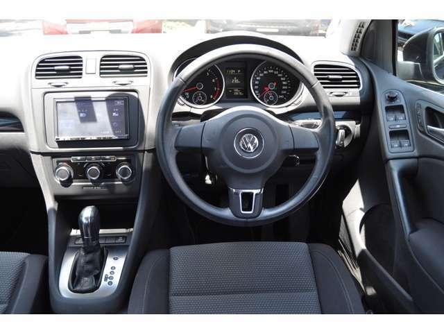 ☆本革ステアリング♪VW/Audiの革はスムーズで滑らかな肌触りが特長です。