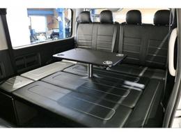 センターテーブル付き、フルフラットで車中泊からキャンプ迄幅広く使用できる一台で御座います。