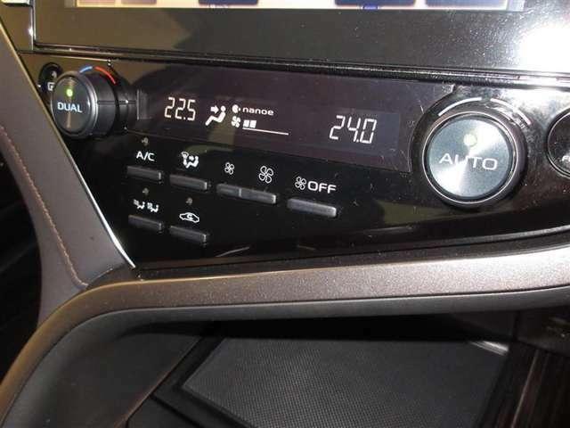 運転席側と助手席側で別々に温度調節ができるオートエアコンで一年中快適ドライブを約束してくれます