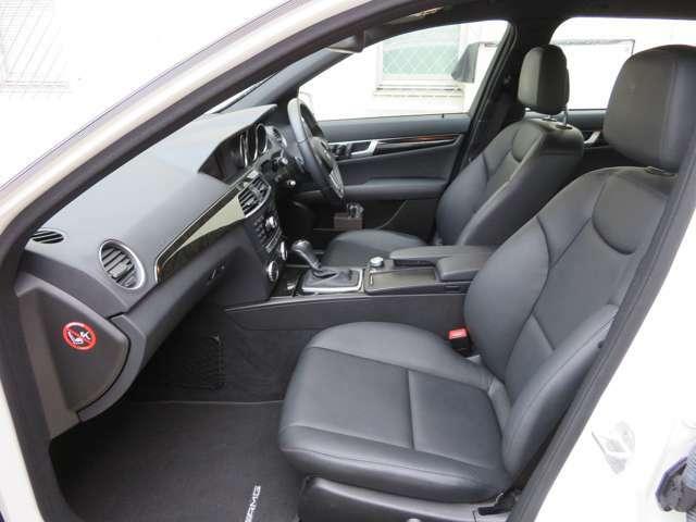 前席スポーツシート、AMGスポーツステアリング、電動チルト&テレスコピックステアリング、リバース機能付ドアミラー(助手席側)