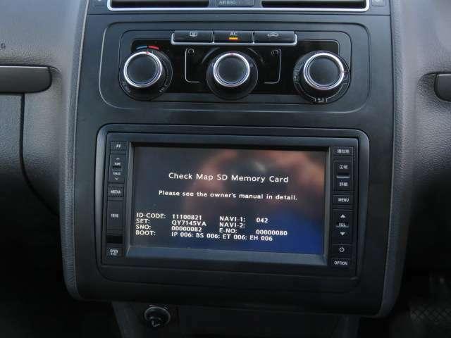 純正SDナビが装備♪輸入車ではナビなどの取り付けが高額になるので最初から付いていたらうれしいですよね♪ワンセグテレビ、DVD再生、Bluetoothオーディオも付いています♪♪