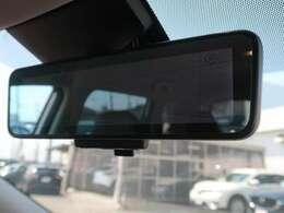 インテリジェントルームミラー装備♪リアガラス内部に装着されたカメラで撮影した後方の映像を、ルームミラーに内蔵された液晶モニターで確認できます♪