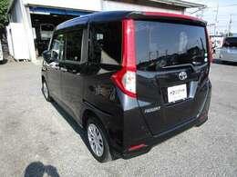 ルーミーの左リヤビュー UV&プライバシーガラスで、車内の紫外線&プライバシーをシャットアウト