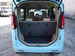 広々リアシート!軽自動車だから「狭い!!」とは言わせません!!大人でも十分な広さを保っていますし、シートを倒してラゲッジスペースを広したり使い勝手も良いです!