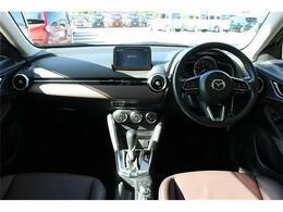 前席全体 広い視界で安心して運転することができますね!