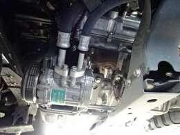 2コンプコンプレッサーが2つ付いてます。  庫内の冷却時間が早く、車内のエアコンも快適に使えます!レッサー!