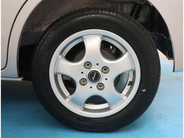 【社外13インチアルミ】タイヤの残り溝もしっかり残っております。ご納車前に点検・空気圧調整もさせて頂きますので、ご安心下さい。