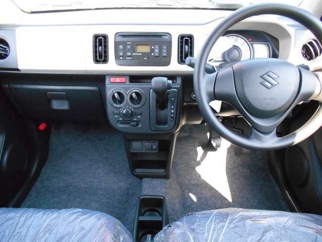 車内は広々とした空間です♪落ち着いたベージュカラーのパネルがアクセントになっております♪