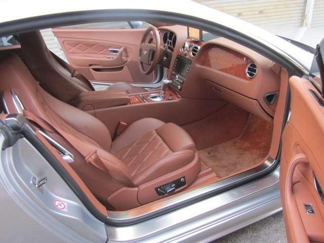 助手席/フロント&サイドエアバック・フルレザーパワーシートはシートヒーター機能付き!半ドア防止のオートクロージャー機能付き☆