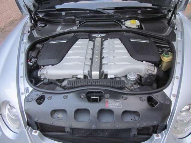 エンジンルーム内/W12気筒6.0リッターツインターボエンジン!!整備記録簿多数御座います。もちろん機関は良好!!♪