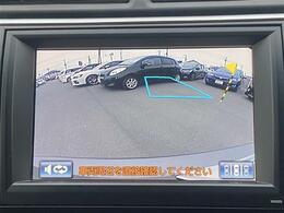 【バックカメラ】で安全確認もできます。駐車が苦手な方にもオススメな便利機能です。