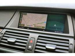 純正HDDナビゲーション付です。見やすい位置に配置されていますのでドライブにうってつけです。