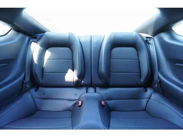 リヤシートもブラックレザーとなっております!使用感なく、きれいな状態です!