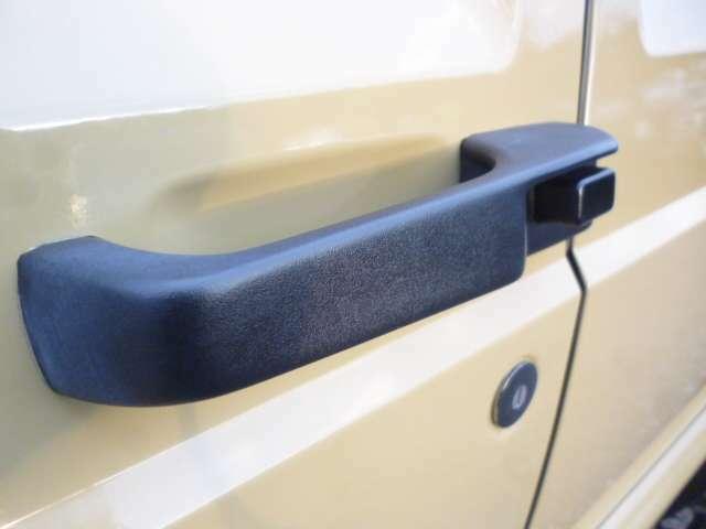 ドアハンドルもマッドブラックへ塗装済となります。