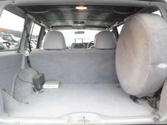 車中泊も可能なカーゴスペースです。色々積み込みアウトドアライフをお楽しみ下さい♪