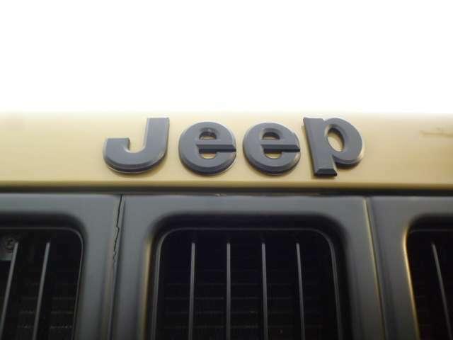 エンブレムもマッドブラックへ変更致しました。JEEP専門店ならではのアイテムです。